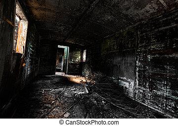 Vehículo desordenado interior bajo la luz