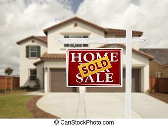 Vendido de bienes raíces y casa