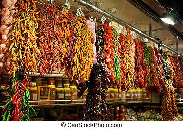 Venta de especias en el mercado central de Budapest, Hungría