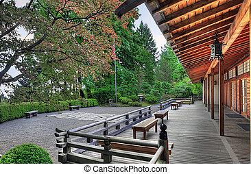 Veranda en el pabellón del jardín japonés