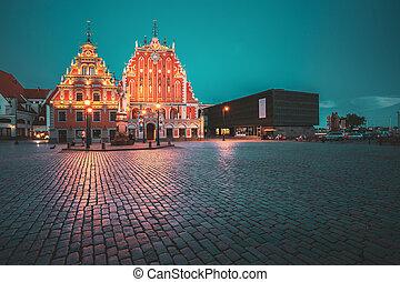 verano, blackheads, pueblo, touristic, noche, evening., señal, iluminaciones, latvia., schwabe, popular, vestíbulo, casa, cuadrado, histórico, showplace, riga, antiguo