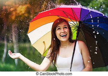 verano, mujer, paraguas, lluvia, durante, sorprendido