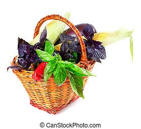 Verduras en cesta de mimbre