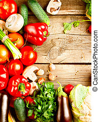 Verduras orgánicas saludables en un fondo de madera