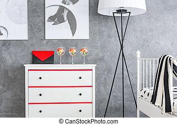 Vestidor blanco en el cuarto gris