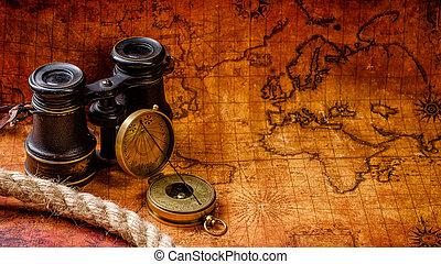 Vieja brújula retro antigua y catalejo en el mapa del mundo antiguo