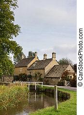 Viejas casas en el barrio Cotswold de Inglaterra