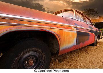Viejo auto rústico
