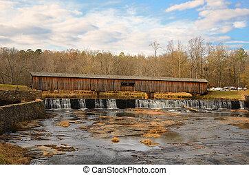 Viejo puente cubierto