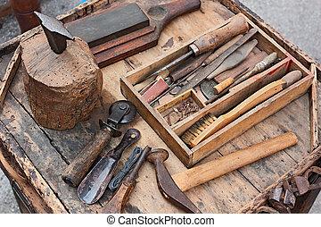 Viejos instrumentos del zapatero