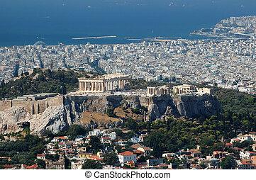 Vista de Acrópolis desde la colina de Lykavittos - el punto más alto de la ciudad de Atenas, Grecia, Baslkanos