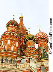 Vista de fragmento de la catedral de Santa Basil en Moscú, Rusia