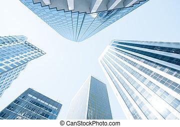 Vista de los edificios modernos de oficinas contemporáneas de color azul