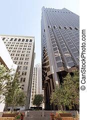 Vista de los edificios modernos de oficinas contemporáneas en el centro