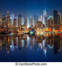 Vista en Manhattan y Times Square por la noche