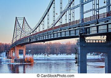 Vista frontal de un puente