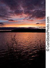 Vivída puesta de sol paisaje
