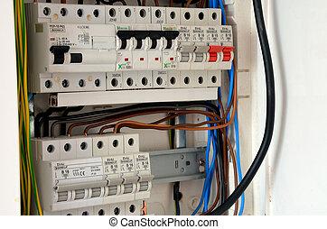 Vivienda eléctrica con interruptores de circuito