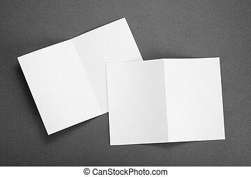 Volador de papel blanco