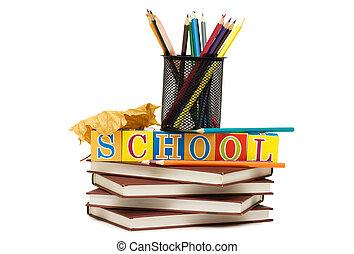 Volviendo al concepto escolar con libros y lápices