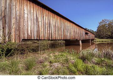 Watson Mills cubrió el puente