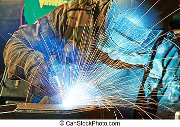 Welder en taller de fábrica