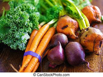 zanahorias, pila, col rizada, remolachas, veggies