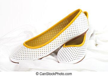 Zapatos cómodos blancos