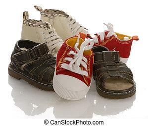 zapatos infantiles, pila, plano de fondo, bebé, blanco, o, reflexión