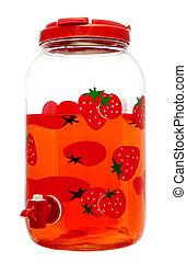Zumo de fresa en un tarro